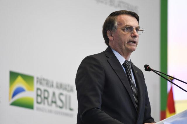 Вот это заявление: в чем президент Бразилии обвинил Леонардо ДиКаприо, и что тот ответил?