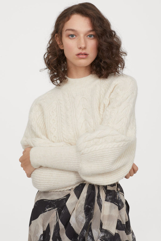 Как у Хейли Бибер: 10 модных свитеров, которые согреют тебя