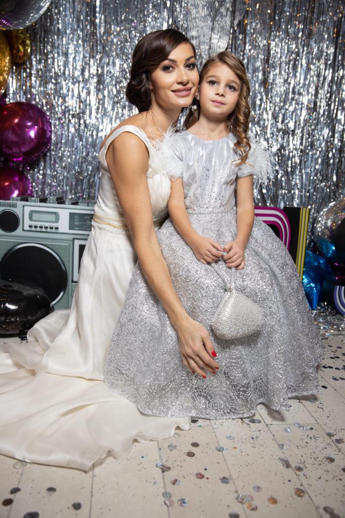 Ирина Йовович с дочкой Аришей