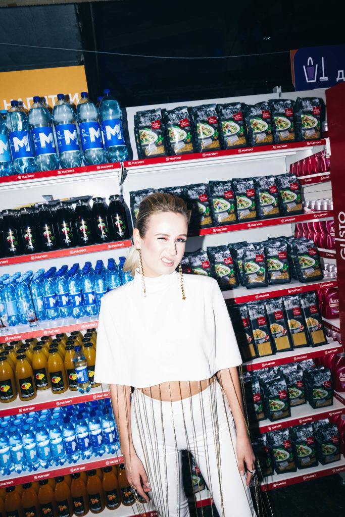 Loboda, Нюша, Альбина Джанабаева, Мария Погребняк на Cosmopolitan Camp Party в супермаркете