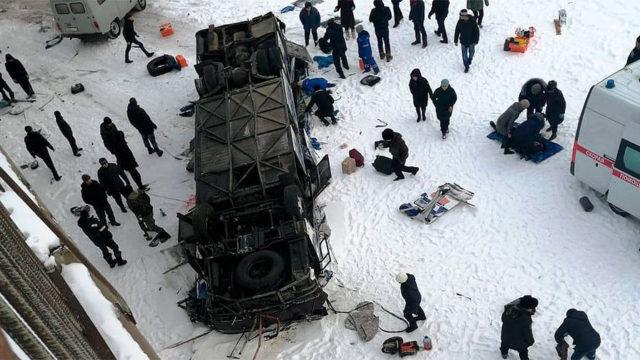 В Забайкалье с моста упал автобус с пассажирами. Собрали все, что известно о трагедии