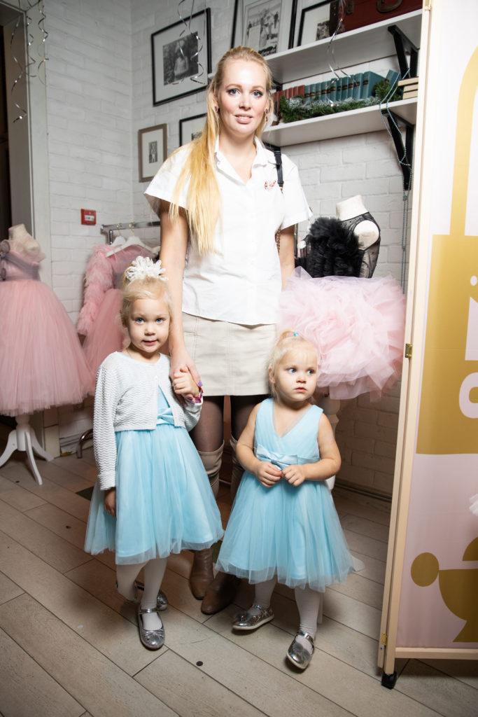 Олеся Бословяк-Кожина с дочками Елизаветой и Аленой