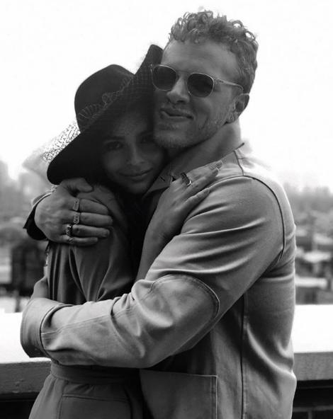 Эмили Ратаковски выложила новое фото с мужем: собрали все их совместные снимки