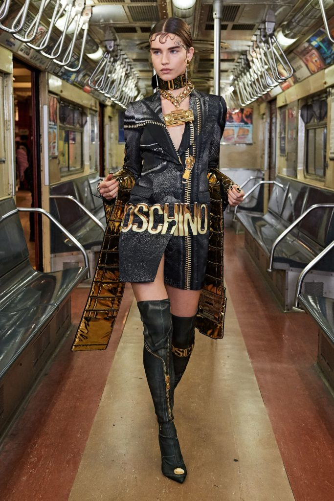Показ Moschino в нью-йоркском Музее транспорта