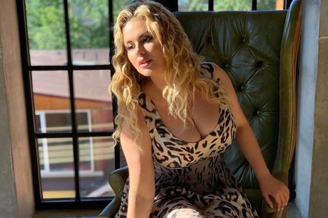 Цифра дня: до какого размера Анна Семенович уменьшила грудь?