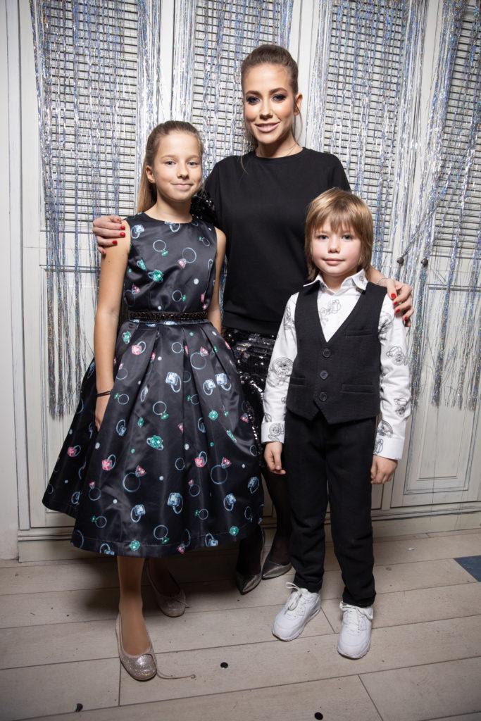 Юлия Барановская с дочкой Яной и сыном Арсением
