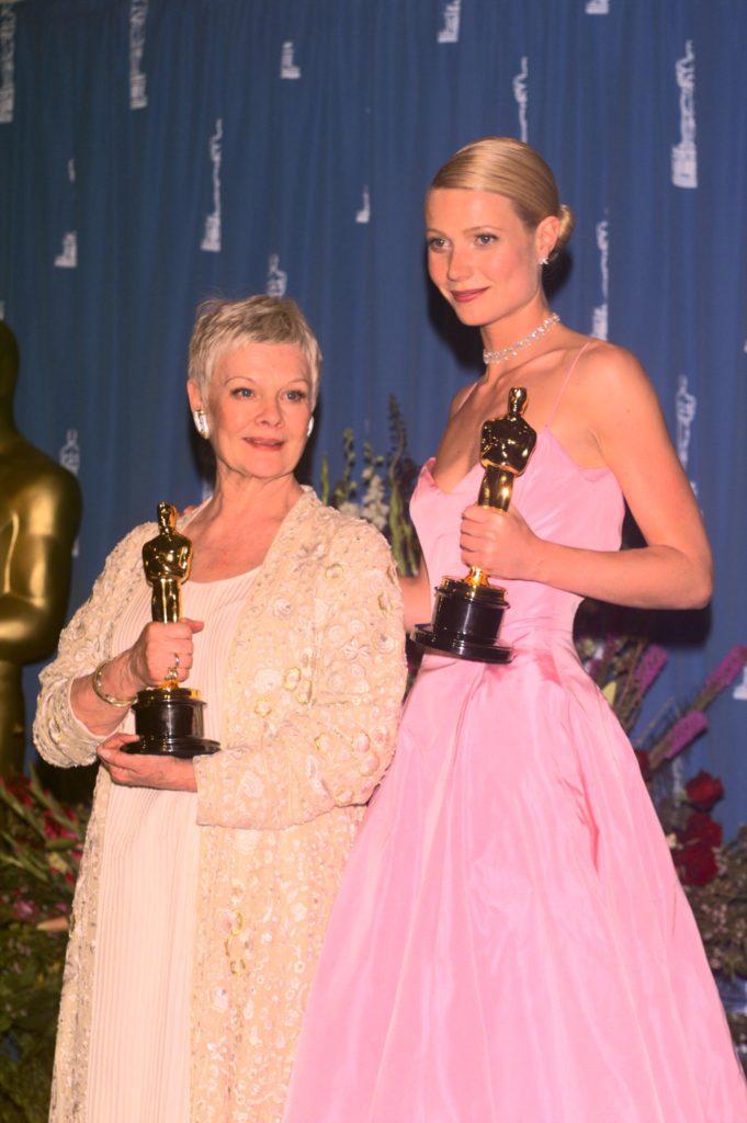 Джуди Денч (1999) - «Влюбленный Шекспир». Гвинет Пэлтроу, кстати, получила за этот фильм статуэтку как «Лучшая актриса»