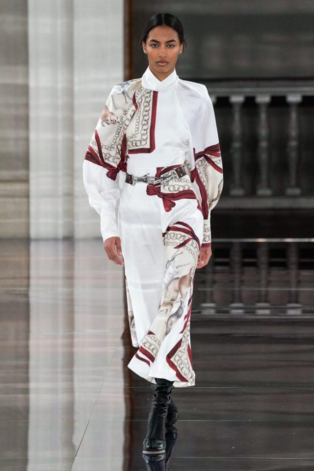 Показ Victoria Beckham на Неделе моды в Лондоне29