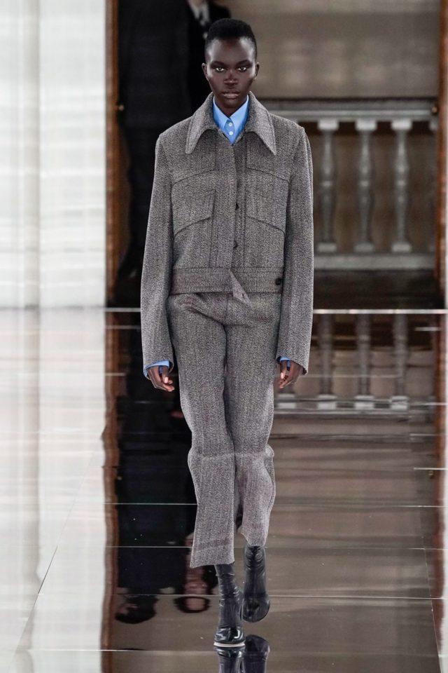 Показ Victoria Beckham на Неделе моды в Лондоне21