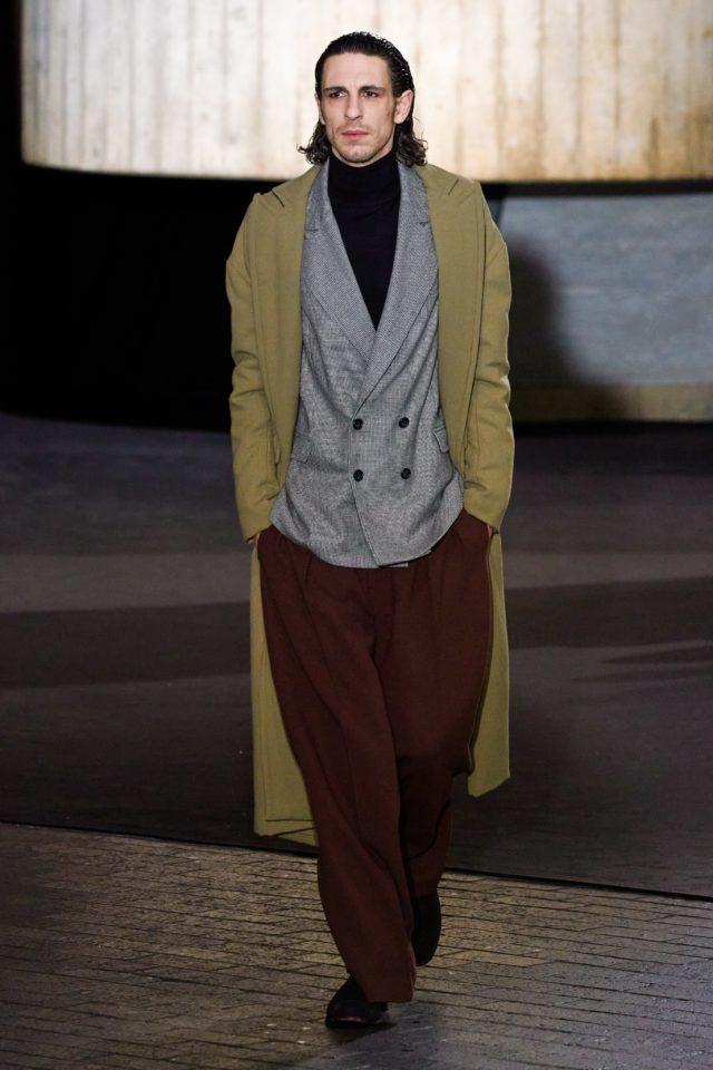 Показ Roland Mouret на Неделе моды в Лондоне23