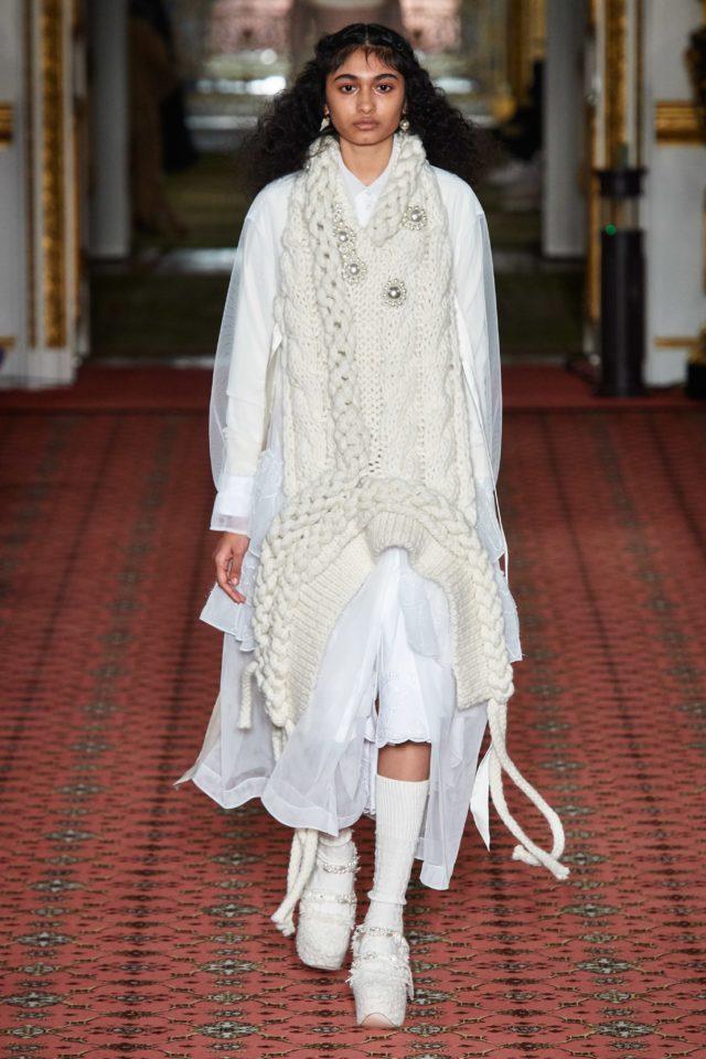 Показ Simone Rocha на Неделе моды в Лондоне5