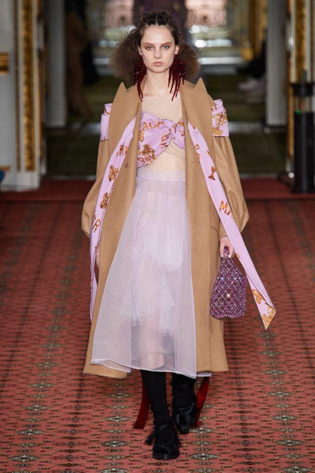 Показ Simone Rocha на Неделе моды в Лондоне11