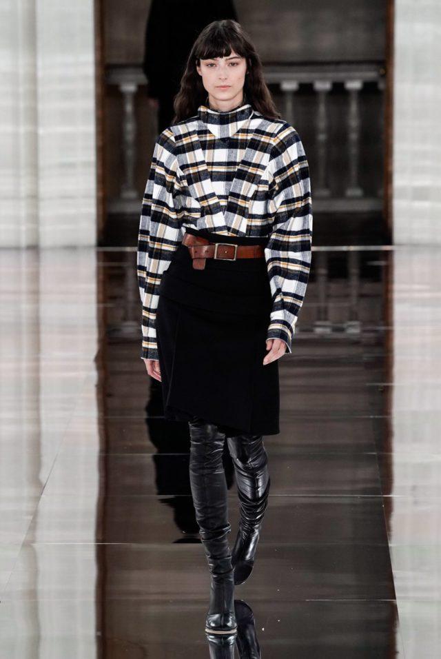 Показ Victoria Beckham на Неделе моды в Лондоне9