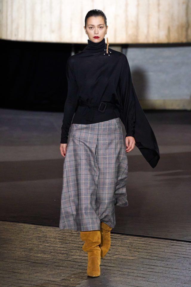 Показ Roland Mouret на Неделе моды в Лондоне37