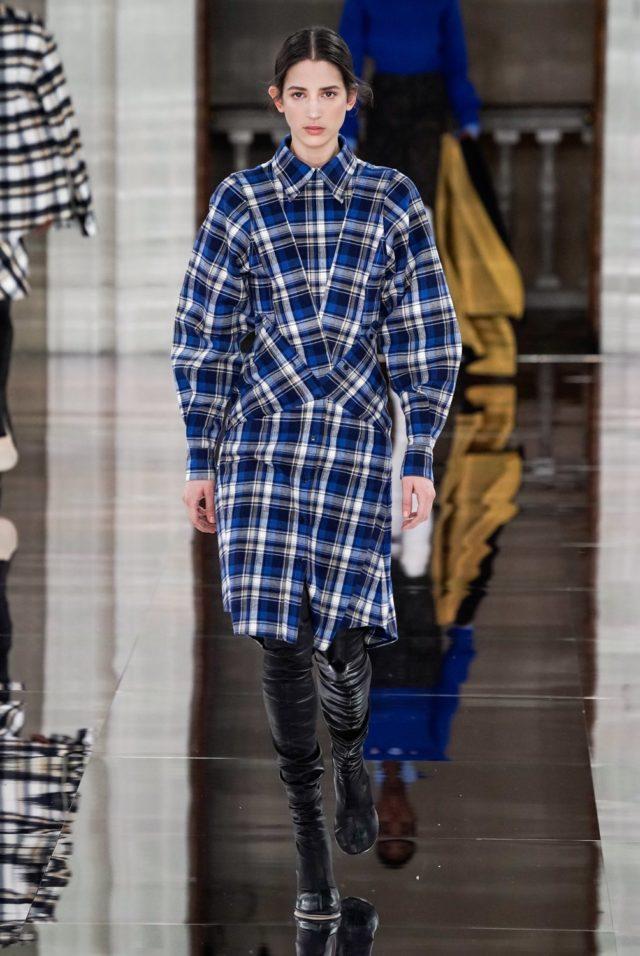 Показ Victoria Beckham на Неделе моды в Лондоне13