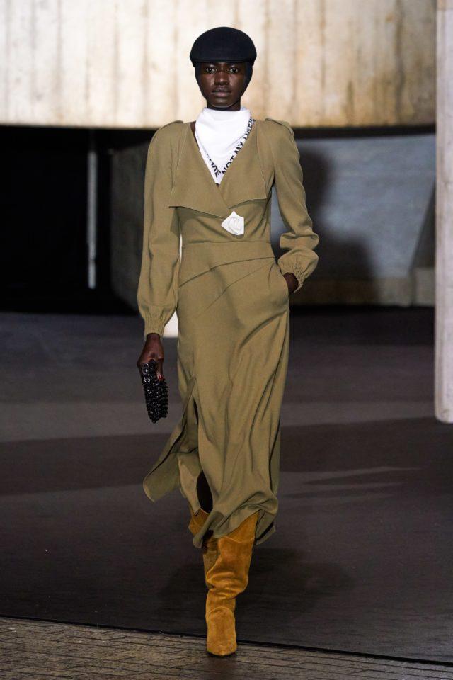 Показ Roland Mouret на Неделе моды в Лондоне10