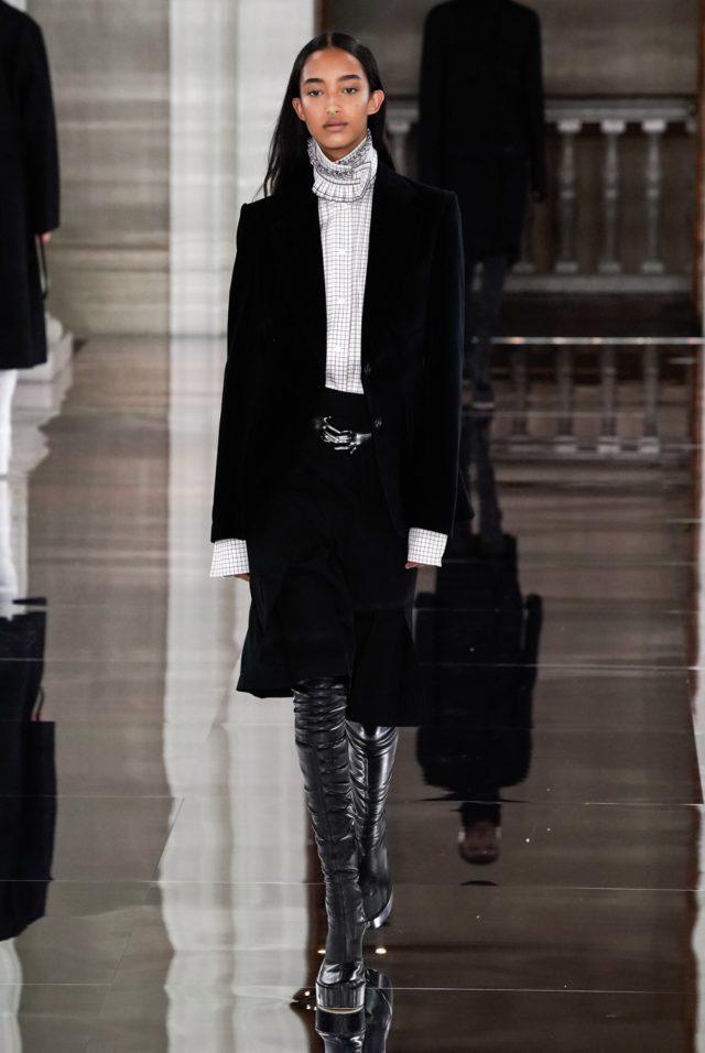 Показ Victoria Beckham на Неделе моды в Лондоне7