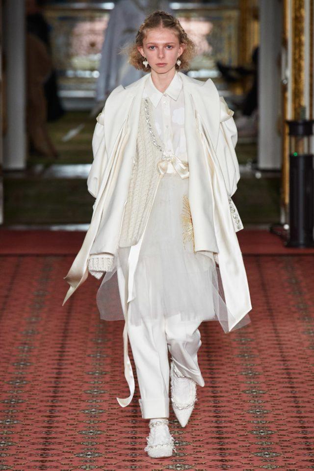 Показ Simone Rocha на Неделе моды в Лондоне1