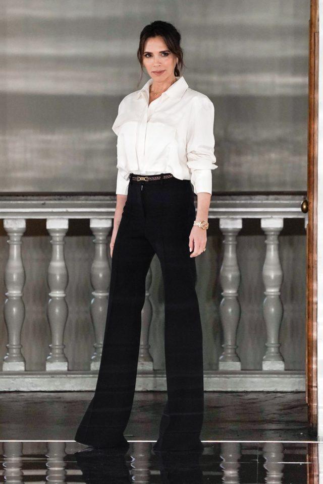 Показ Victoria Beckham на Неделе моды в Лондоне45