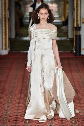Показ Simone Rocha на Неделе моды в Лондоне9
