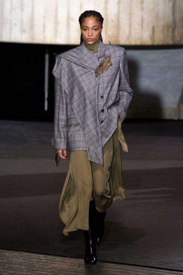 Показ Roland Mouret на Неделе моды в Лондоне4