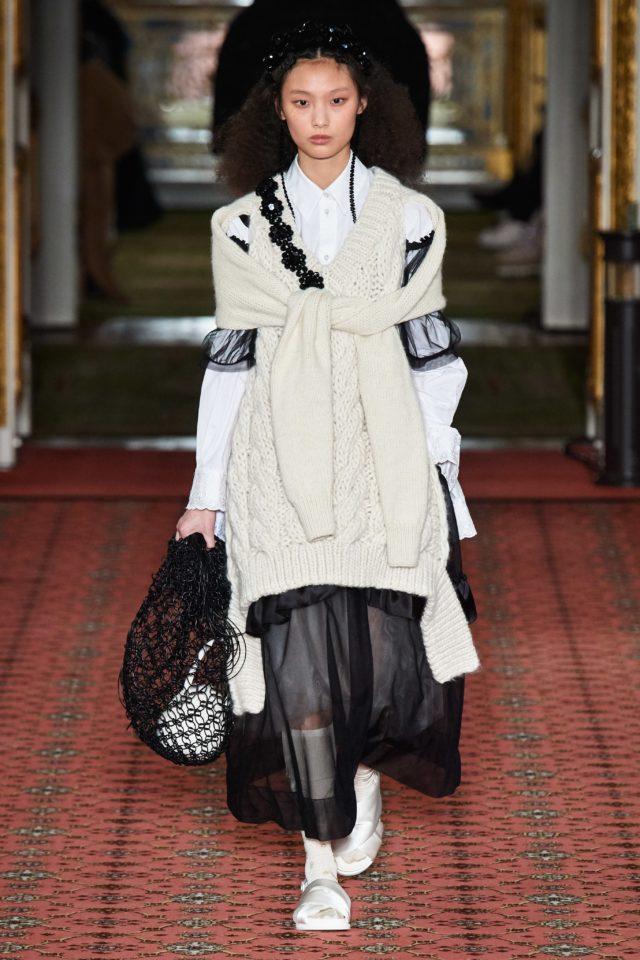 Показ Simone Rocha на Неделе моды в Лондоне17