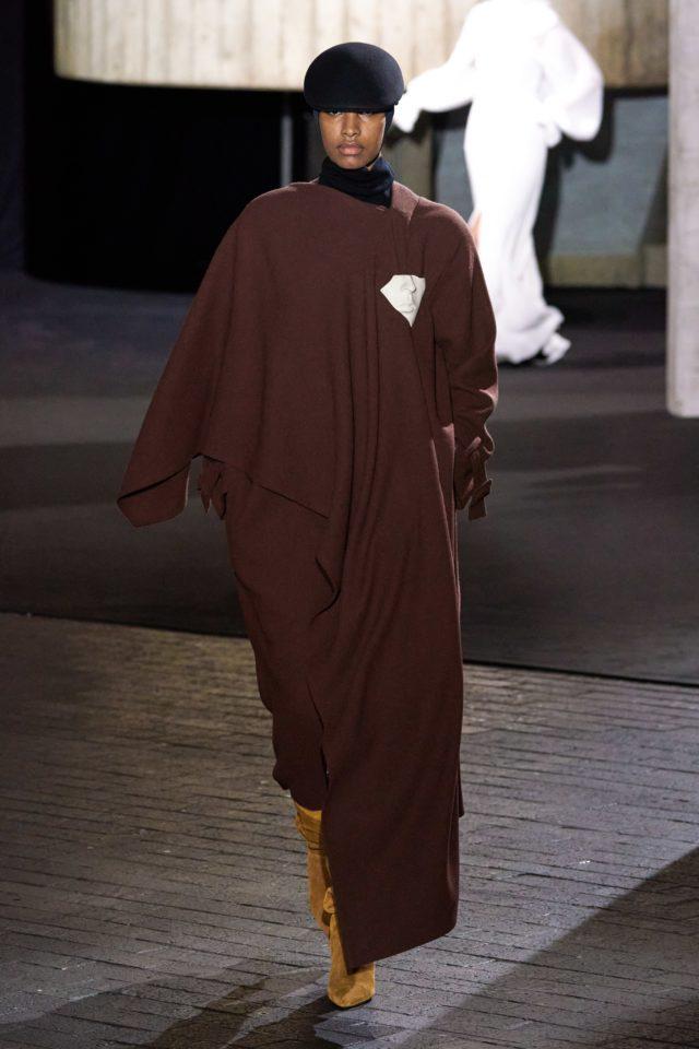 Показ Roland Mouret на Неделе моды в Лондоне12
