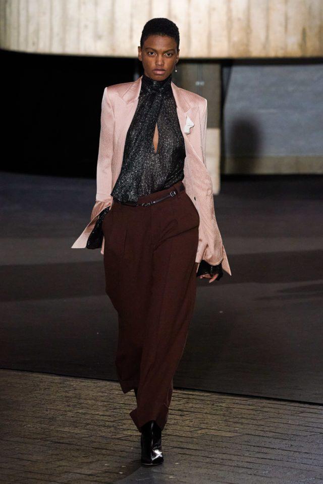 Показ Roland Mouret на Неделе моды в Лондоне32