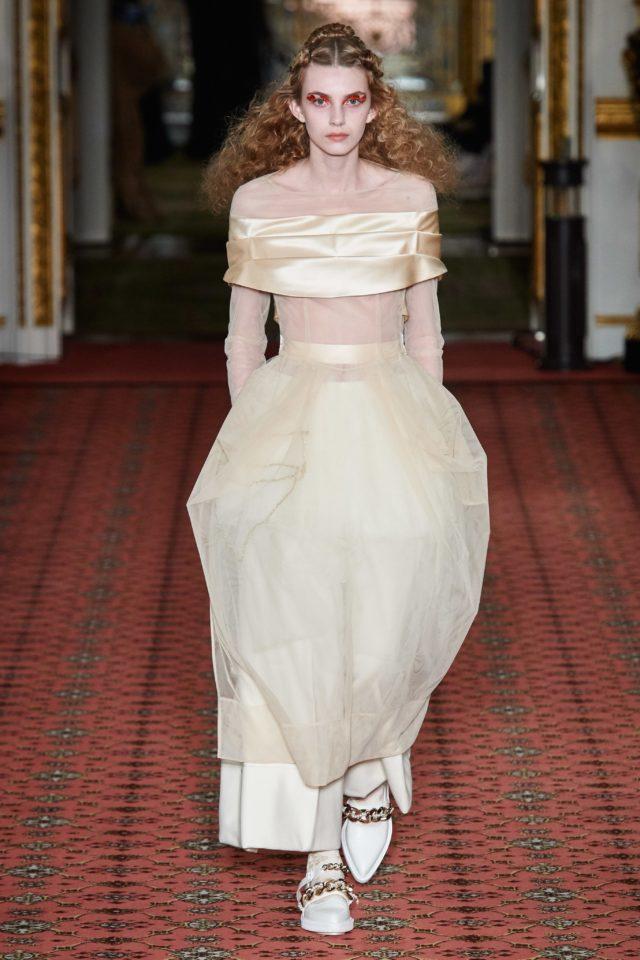 Показ Simone Rocha на Неделе моды в Лондоне6
