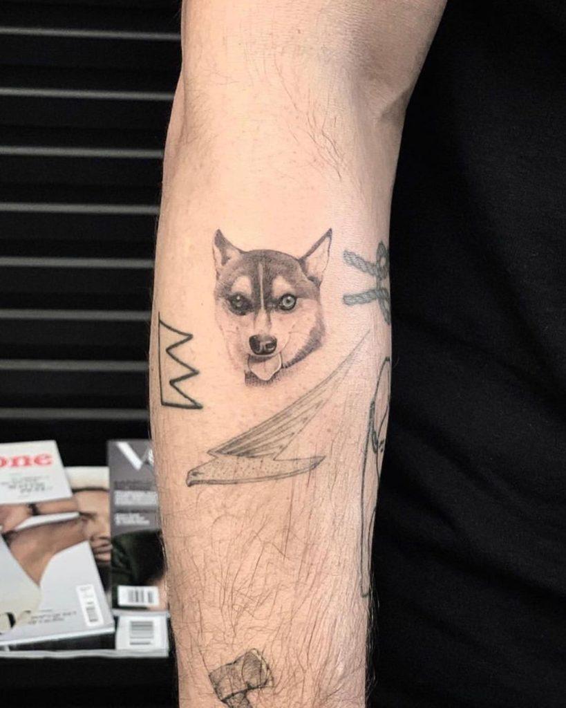 До Порки у пары был пес Уолдо, но летом 2019 его сбила машина. Джо и Софи сделали одинаковые татуировки в память о любимце