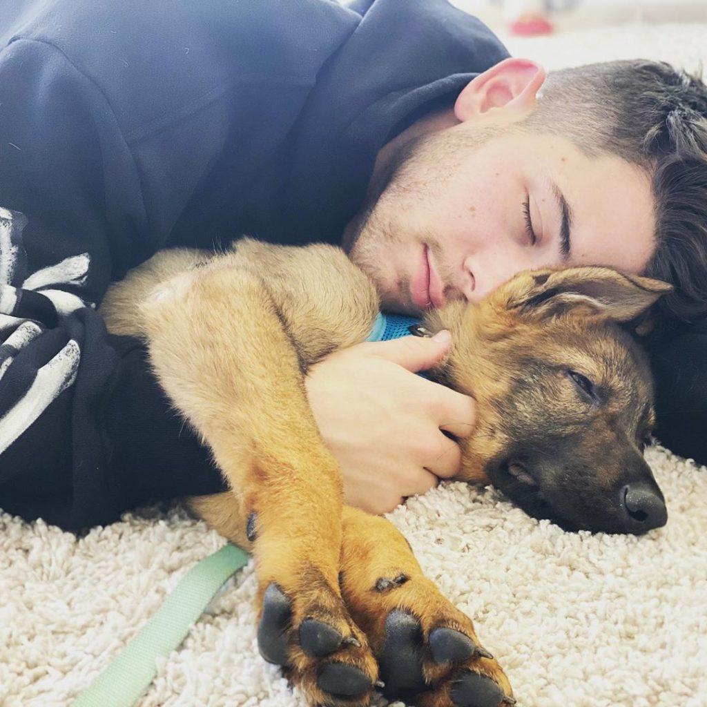 Жена Ника Приянка Чопра подарила ему щенка на годовщину свадьбы