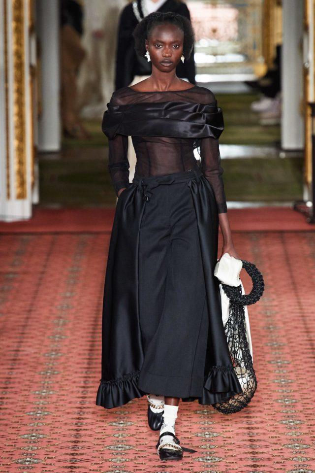 Показ Simone Rocha на Неделе моды в Лондоне7