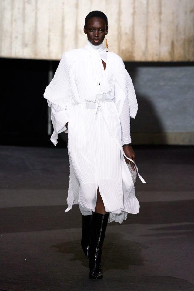 Показ Roland Mouret на Неделе моды в Лондоне11