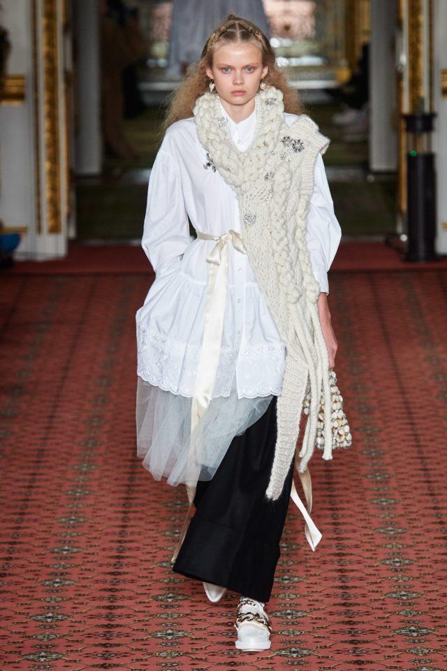 Показ Simone Rocha на Неделе моды в Лондоне3