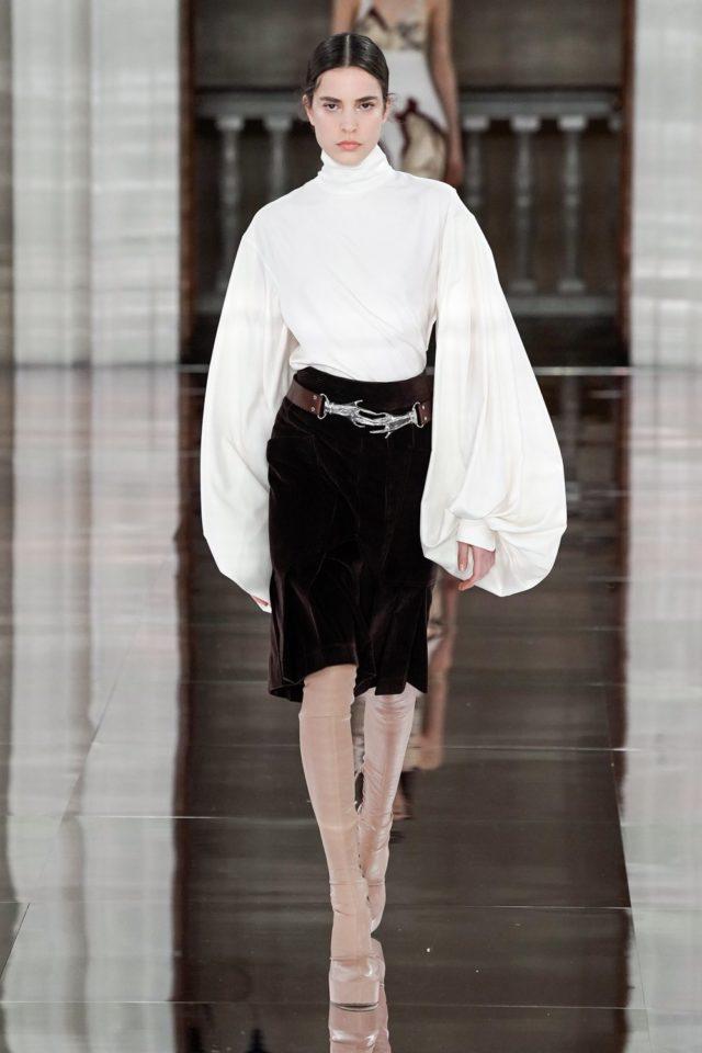 Показ Victoria Beckham на Неделе моды в Лондоне31