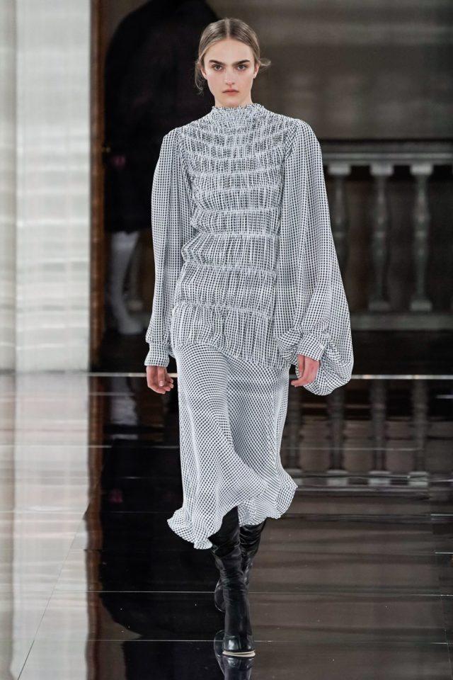 Показ Victoria Beckham на Неделе моды в Лондоне24