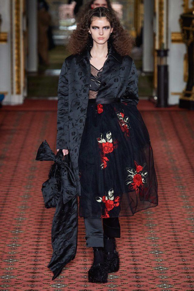 Показ Simone Rocha на Неделе моды в Лондоне20