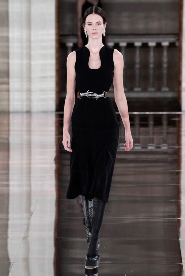 Показ Victoria Beckham на Неделе моды в Лондоне3