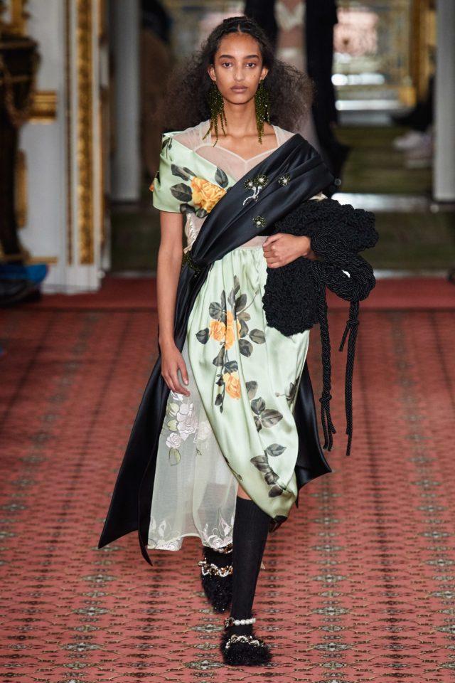 Показ Simone Rocha на Неделе моды в Лондоне23