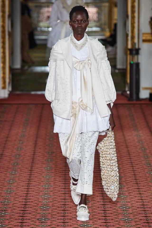 Показ Simone Rocha на Неделе моды в Лондоне2