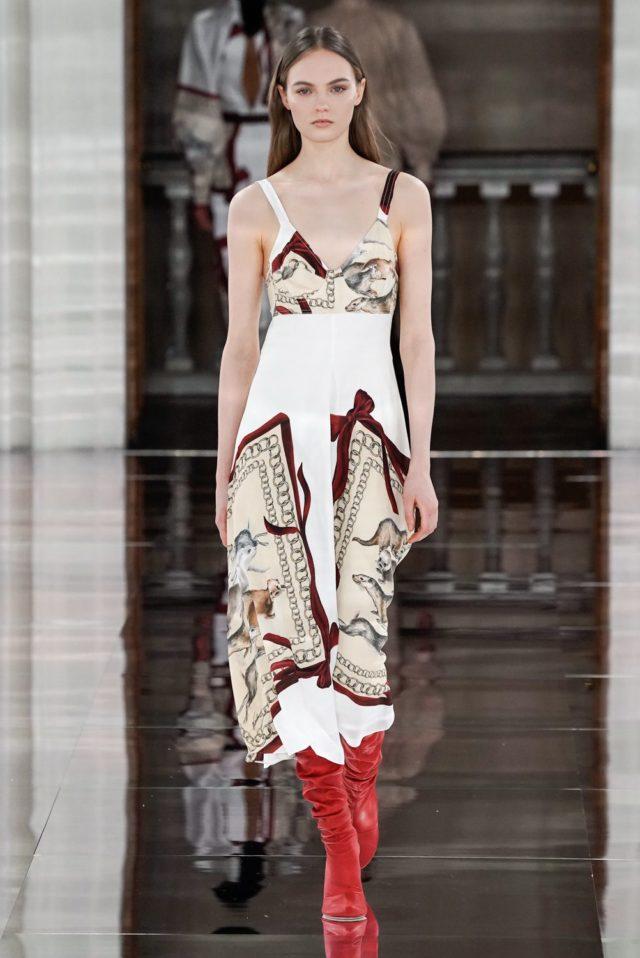 Показ Victoria Beckham на Неделе моды в Лондоне32