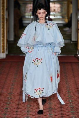 Показ Simone Rocha на Неделе моды в Лондоне25
