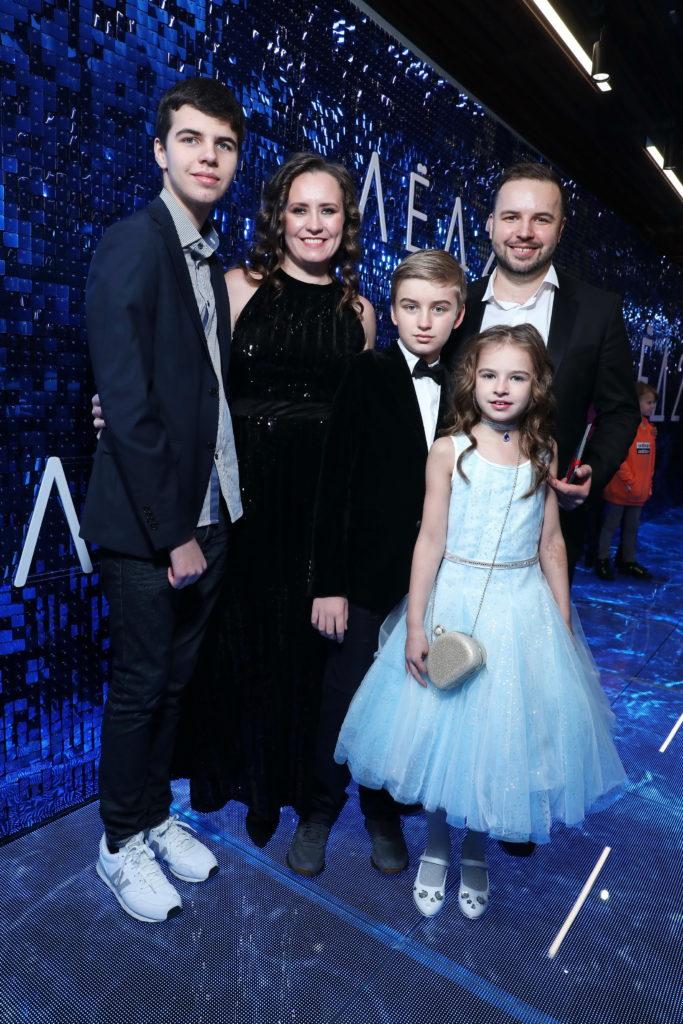 Сценарист Андрей Золотарев с семьей