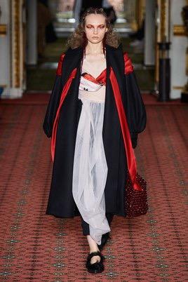 Показ Simone Rocha на Неделе моды в Лондоне19