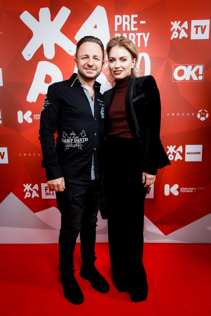 Брендон Стоун с женой