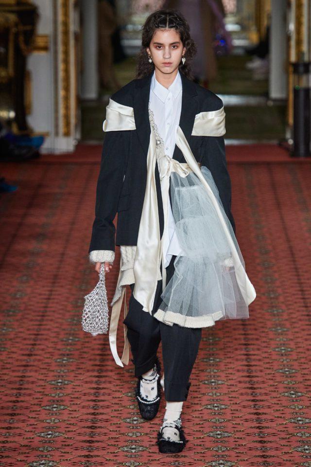 Показ Simone Rocha на Неделе моды в Лондоне10