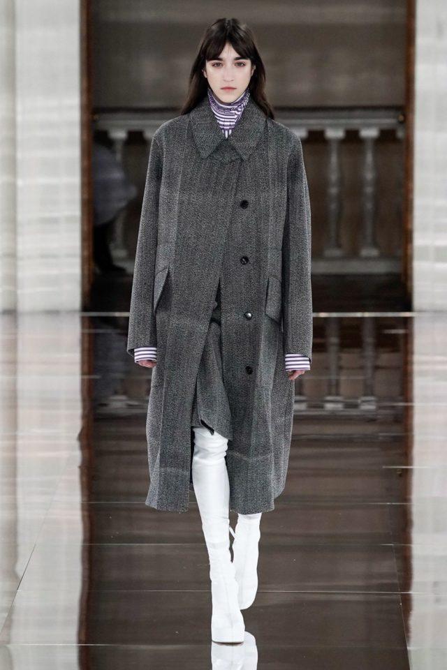 Показ Victoria Beckham на Неделе моды в Лондоне23