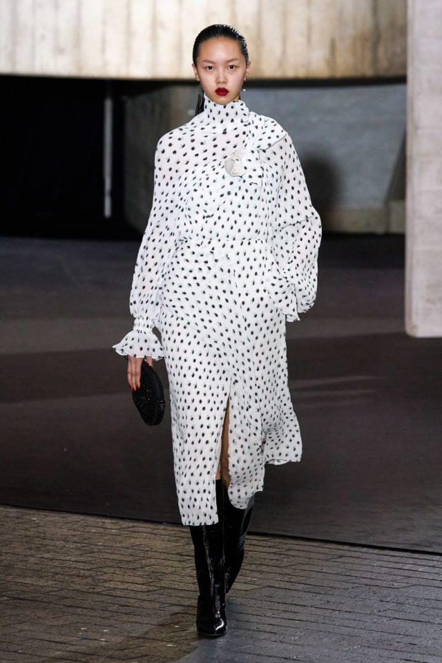 Показ Roland Mouret на Неделе моды в Лондоне3