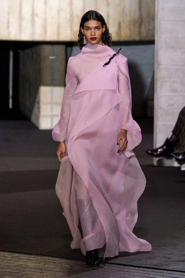Показ Roland Mouret на Неделе моды в Лондоне27