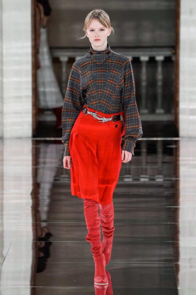Показ Victoria Beckham на Неделе моды в Лондоне35